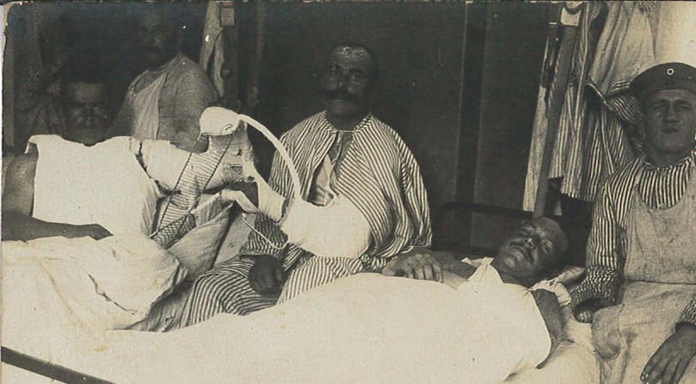 Verwundete Soldaten im Lazarett