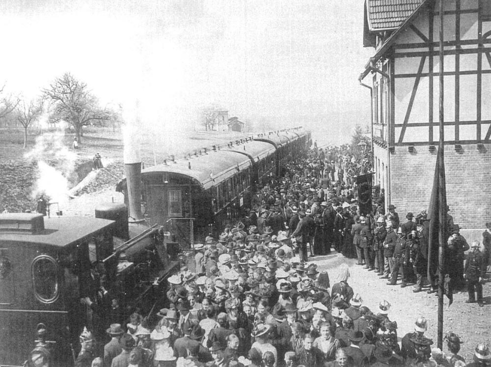 Gönninger Bähnle am Bahnhof, 1902