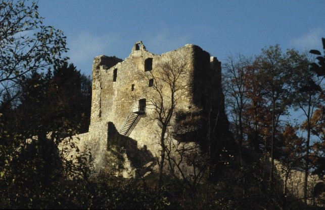 Abschluss der Instandsetzung der Ruine Bichishausen, 1975
