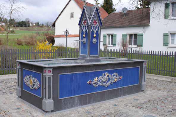 Brunnen beim Katholischen Pfarramt in Hayingen