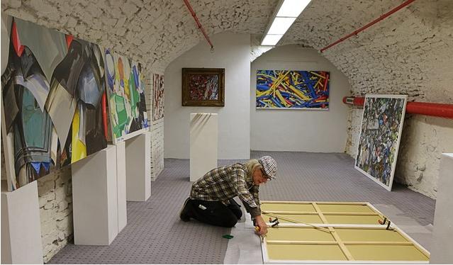 Markus Wilke bei der künstlerischen Arbeit