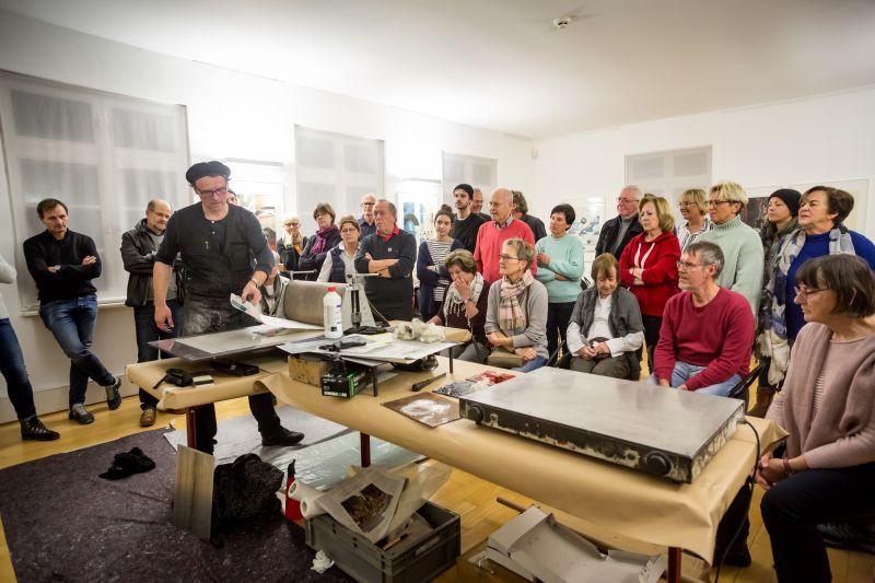 Druckvorführung in der Städtischen Galerie Ehingen, 2017. Foto: Herbert Geiger